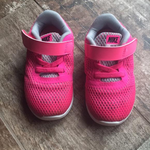 bd875ec8e14 Adorable little pink toddler Nike shoes. Size 6C